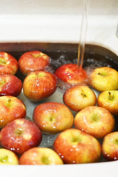 apples in a sink