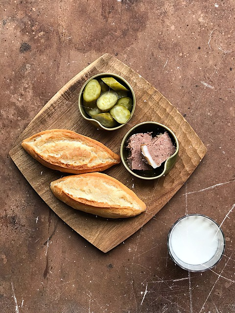 beef liver pate recipes with bread and pickles
